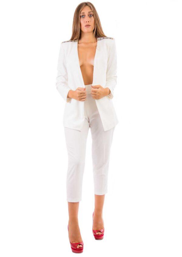 Blazer bianco con pantalone modello capri